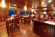 Restaurant & Bar in Valentine cruise