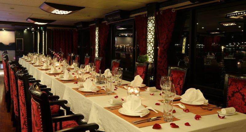 Restaurant in Starlight cruise halong