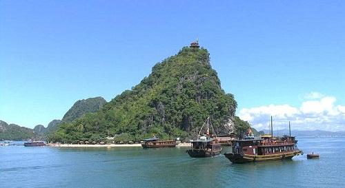 Titop Island – A crescent gem of Ha Long Bay