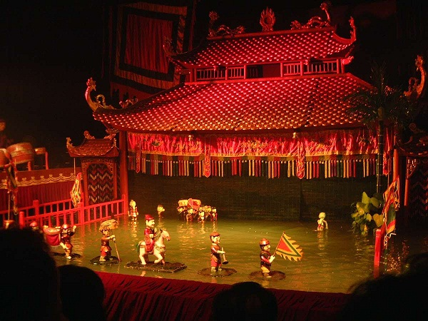Water puppet performance in Bai Chay