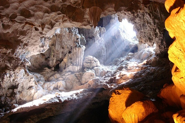 A mysterious, wild beauty of Thien Cung cave