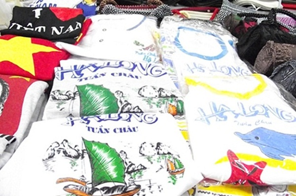 Clothes are printed by images of Ha Long