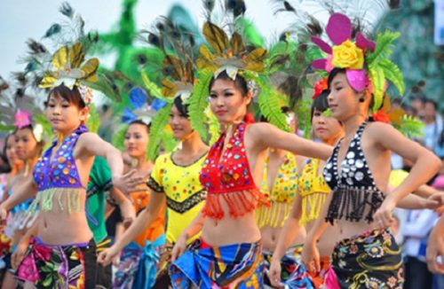 Parades with variety of colorful costumes and glamorous performance at Carnival Festival