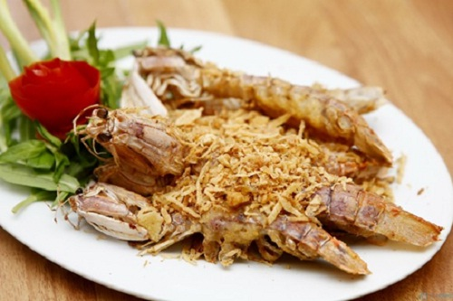 Roasted boat-shape shrimp with salt