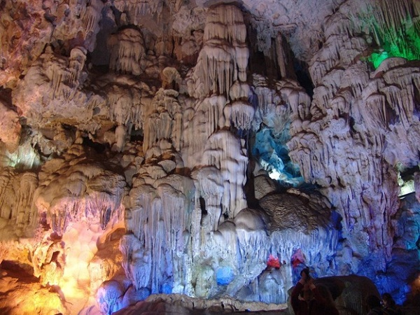 Thien Cung cave has numerous stalactites and stalagmites bring the strange shapes