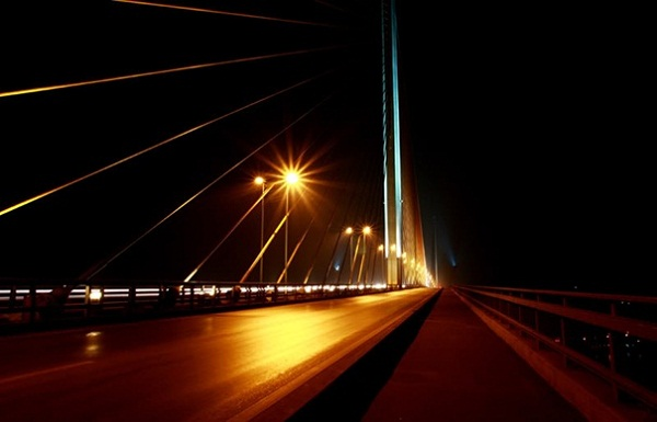 Sparkling Bai Chay Bridge at night