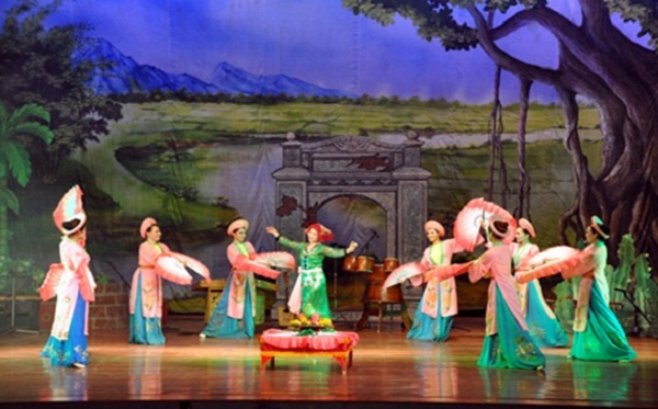 A Cheo performance in Long Tien Pagoda Festival