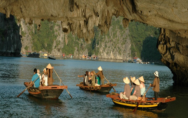 "Ba Ham Lake – ""The separated world"" in Ha Long Bay"