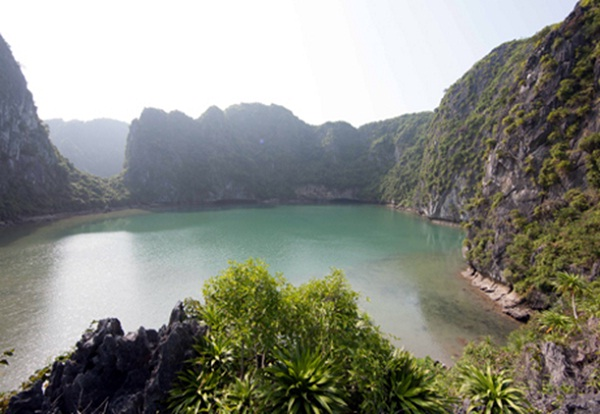 "Ba Ham Lake is like a ""private world"" in the heart of Ha Long Bay"