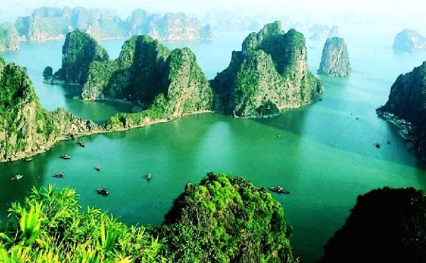 Dau Be Island, one of the most beautiful spots in Ha Long Bay