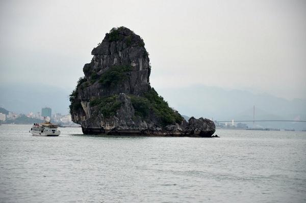 Full view of Cho Da islet
