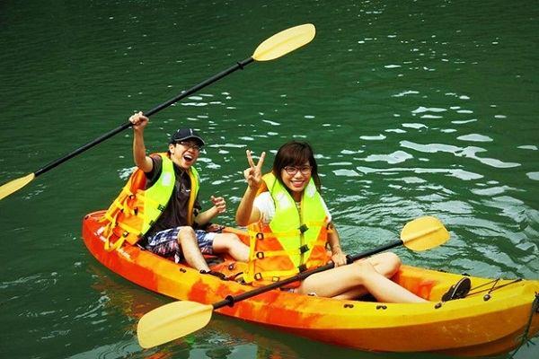 Kayak experience in Halong Bay
