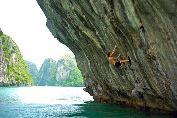 Rock – Climbing tour in Halong Bay