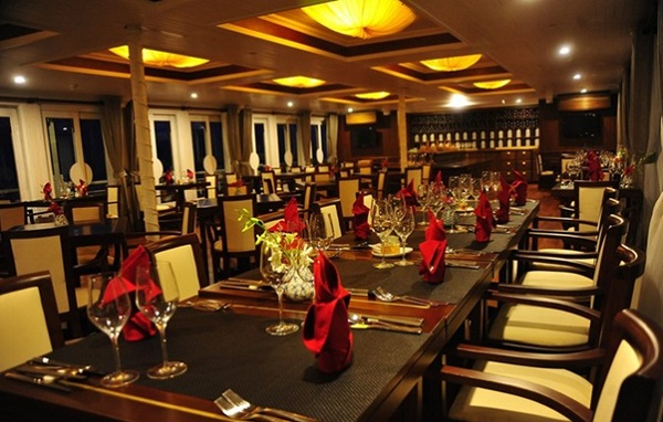 The luxury restaurant on Starlight Cruise