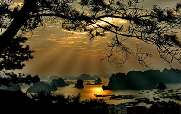 Dawn at Halong Bay