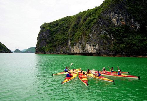 Kayaking is an interesting activity in Halong Bay
