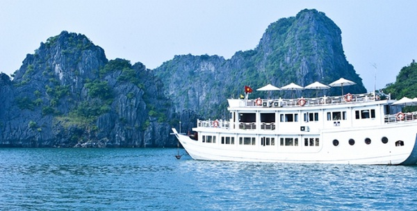 Bhaya Legend cruise on Halong Bay