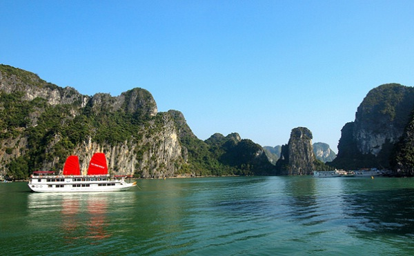 Halong Bay – an amazing destination in summer