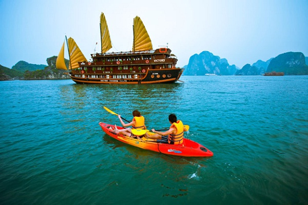 Kayaking is the best way to enjoy Halong Bay landscape.