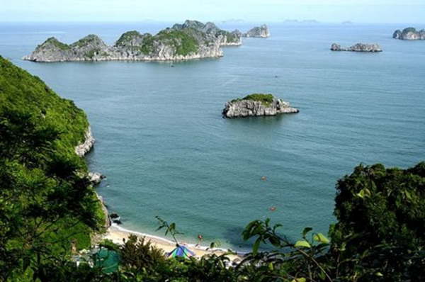 You can take some time to visit Cat Ba – the most famous island there.