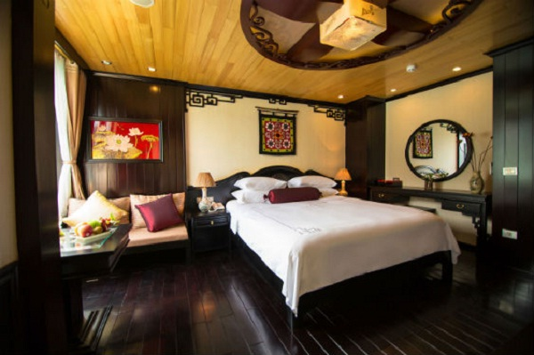 Dragon Legend Cruise's cabin