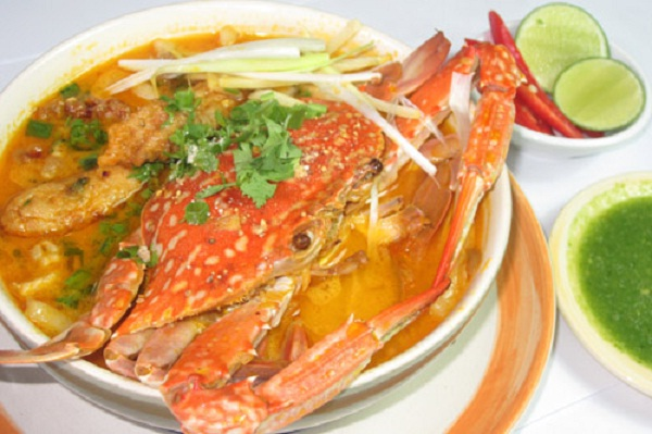 Banh canh with crab