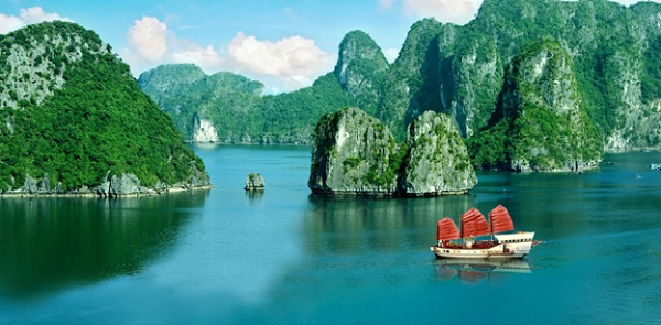 Halong Bay's weather in spring is nice, although a bit humid