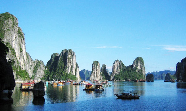 Peaceful scenery in Bai Tu Long Bay