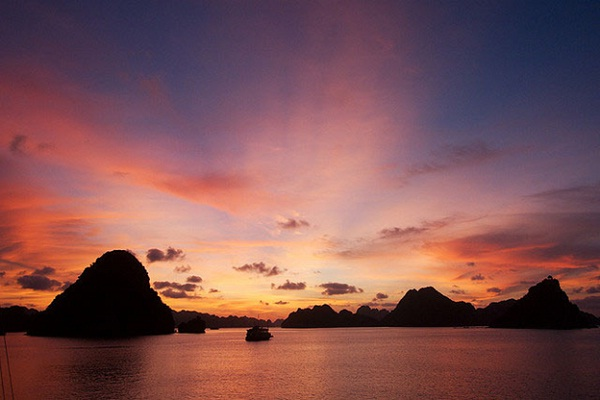 Halong in a such breathtaking dawn