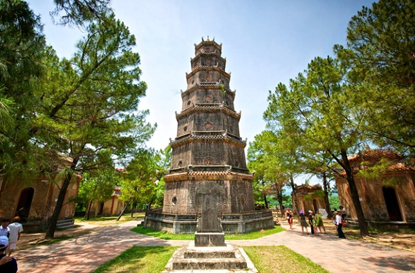 Thien Mu Pagoda, one of the famous temples in Vietnam