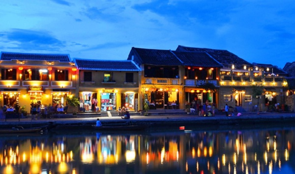 A sparkling Hoi An by night
