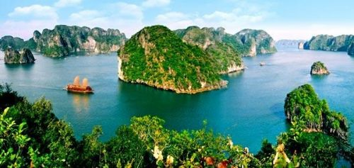 The fascinating beauty of Ha Long Bay attracts you at the very first sight