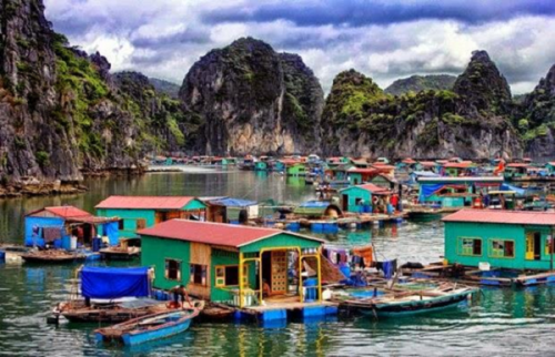 The peaceful beauty of floating villages in Halong Bay