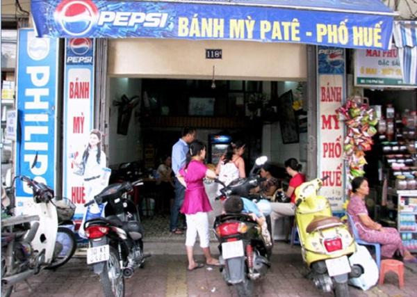 Vietnamese sandwich in Pho Hue street