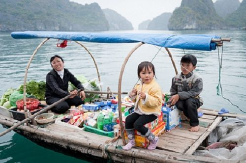 A family sells supplies in Halong Bay