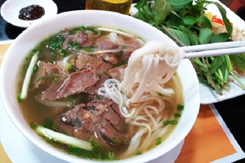 Pho : noodles, beef, some onions point using with beef soup