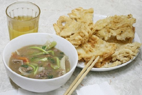 Vietnamese Fried Pho: Mixture of Vegetables and Sauce using with Fried Pho