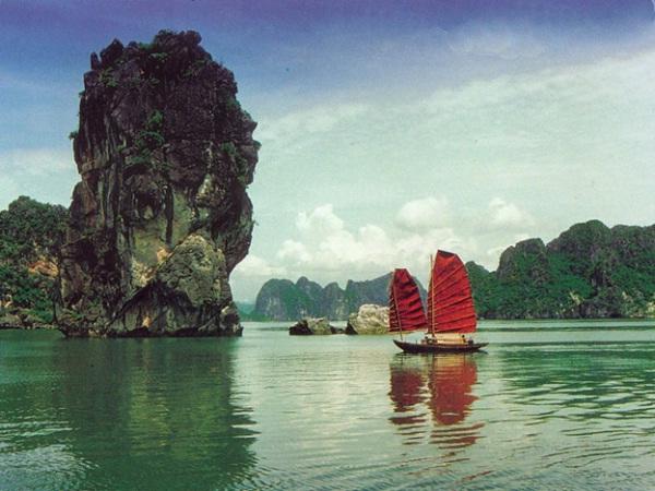 Cruise on Halong