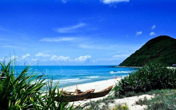 Quan lan owns primary beauty with pure water and white sand