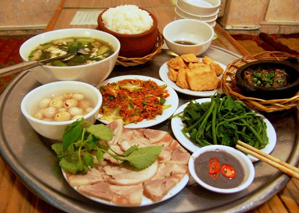 Vietnam family meal