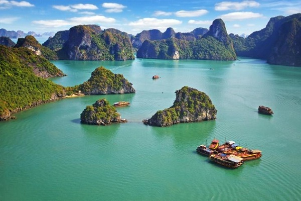 A beautiful and maleficent view in Halong Bay