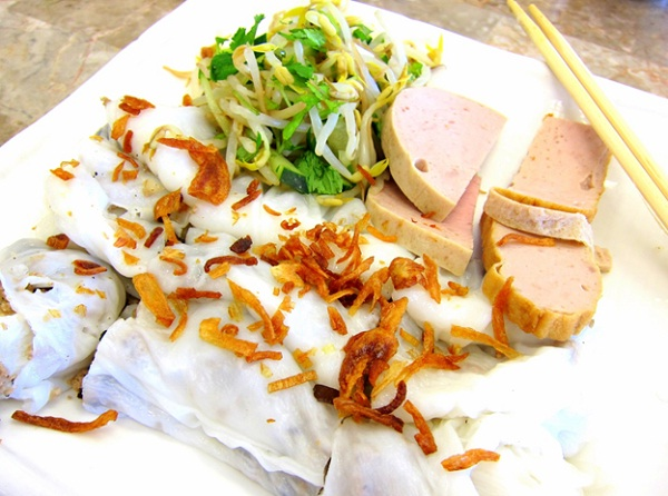 If you travel Vietnam, do not forget to enjoy banh cuon