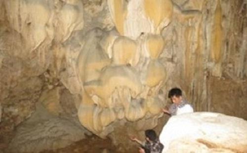 Qua Vang cave