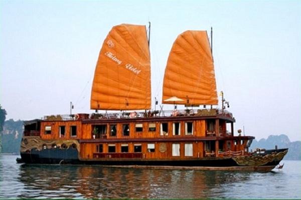 Yacht Violet