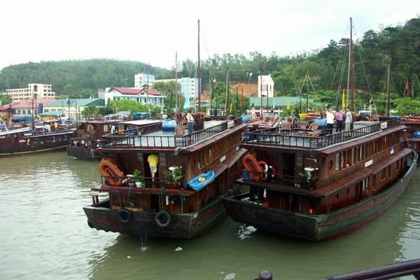Bai Chay Tourist Junk