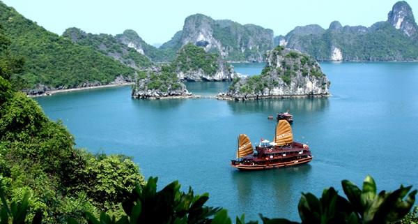 Halong Bay - the World Natural Heritage in Vietnam
