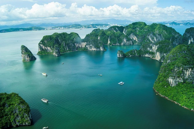 Halong Bay was selected by Hollywood cinematographic to perform fly cam scenes