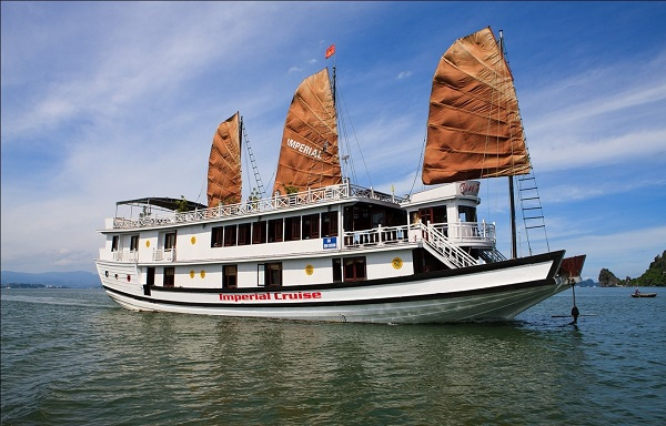 Experience Halong Bay Cruise