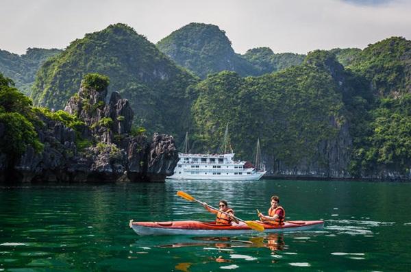 Go Halong bay boat trip