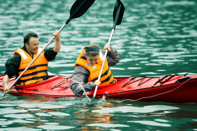 Kayaking tour in Halong Bay